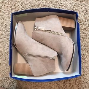 New In Box Apt. 9 Timezone Taupe Booties sz 11